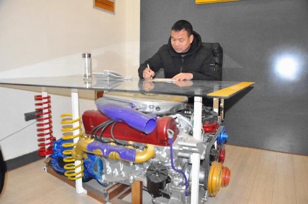 汽车发动机改装的办公桌
