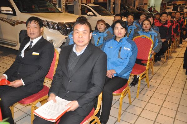 郭文华和他的汽修团队