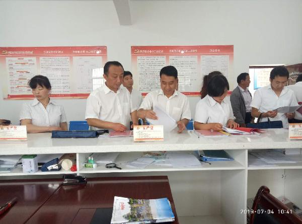 四皓街道办组织人大代表、政协委员调研中心工作