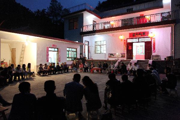 第十三战区指挥长、洛南县政协副主席王新其参加麻坪镇院落座谈会 (2)