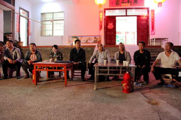 第十三战区指挥长、洛南县政协副主席王新其参加麻坪镇院落座谈会 (4)