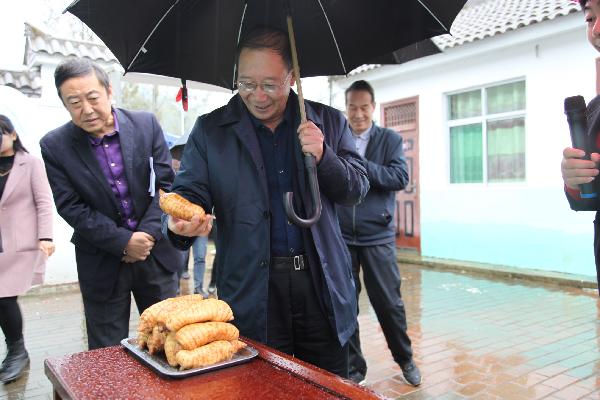 """洛南县政协开展""""食用菌产业发展情..."""